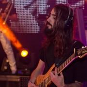 Guitarrista virtuoso, apasionado, con experiencia y equipo