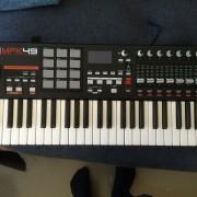 Teclado controlador USB/MIDI akai mpk49
