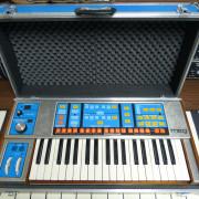 Sintetizador analógico Moog The Source con midi