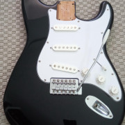Squier by Fender Affinity Strat 2006 NEGRO completo/loaded