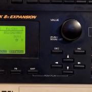 Roland JV 2080 con cuatro tarjetas de expansón