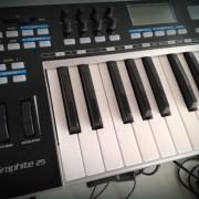 Teclado controlador USB/MIDI graphite 25