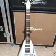 Gibson Flying V faded blanca