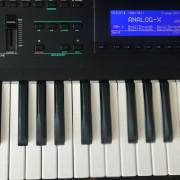 Yamaha SY77 con extras