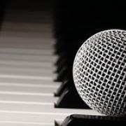 Se precisa Cantante femenina