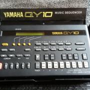 YAMAHA QY-10