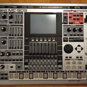 ROLAND MC 909 SAMPLING GROOVEBOX