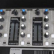 Denon DN-X500 Mesa de mezcla DJ Analógico profesional de Alta calidad 4 + 2