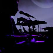 Baterista y músic@ integral para dúo de minimal /pop /electrónica