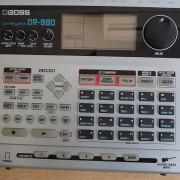 Caja de ritmos + multifectos Boss Dr808