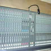 Mesa de sonido profesional marca  DDA CS3 de 32 canales