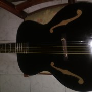 Guitarra fabricada en kalamazoo años 20