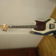 Bajo Fender mustang escala corta