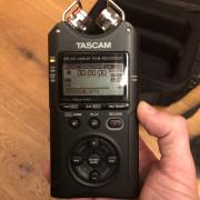 Grabadora TASCAM DR-40 con accesorios