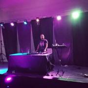 Disco móvil, con DJ speaker animador, Gogos...