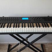 Teclado controlador MIDI Axiom 61