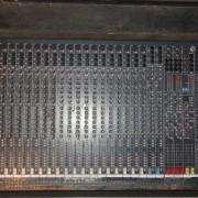 Soundcraft Spirit Live42 - 32 canales + Flight case