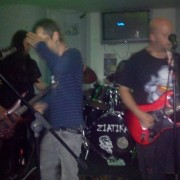 Grupo punk de valencia buscamos bajista