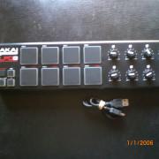 Controladora MIDI USB AKAI LPD8