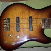 O CAMBIOfender jazz bass american deluxe qmt v