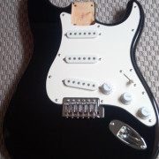 Cuerpo Squier by Fender Affinity Strat 2013 NEGRO completo/loaded