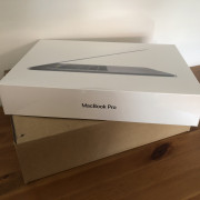 Macbook Pro 15 i7 6 Core 2,2Ghz 16GB, 256GB - PRECINTADO