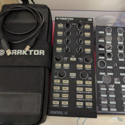 TRAKTOR KONTROL X1 + TRAKTOR KONTROL BAG  (Funda Original)