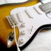 GUITARRA SQUIER STRATOCASTER AFFINITY TUNEADA