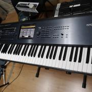 Korg Kronos 73 expansión a X + Funda Soundwear + Pedal sustain Korg