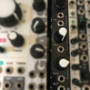 modulo eurorack AKAAB VCA doble con distorsion