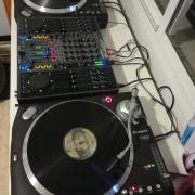 Xone 4D + 2 numark tt500 + tapas + ortofon pro s