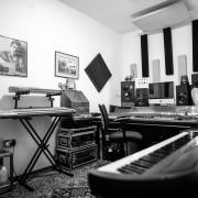 Local de ensayo y estudios de producción de medios y música
