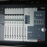 Tascam FW-1884 (Mesa de mezclas - controladora)