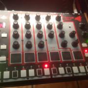 Akai Rhythm Wolf - caja ritmos analogica
