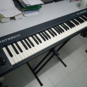 Teclado Midi Keystation 88 + soporte de tijera + pedal expresión