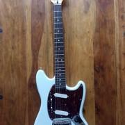Fender SQ Mustang + estuche rígido