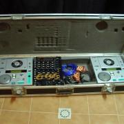Equipo de DJ (Mesa GEMINI y lectores BST)