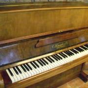 Piano de pared C.Kemmler & Co de unos 100 años
