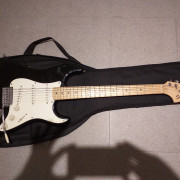 Squier Affinity stratocaster por Squier Bullet Hard Tail