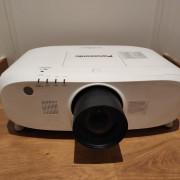 Proyector PANASONIC 6500 Lumens + Óptica Zoom 1,3-1,7