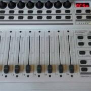 CONTROLADOR DAW BEHRINGER BCF2000