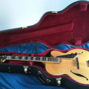 VENDO GUITARRA DE JAZZ D AQUISTO NEW YORKER