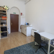 Alquilo local. Metro Alonso/Tribunal 300€!