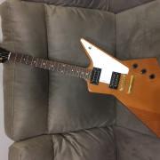 Gibson Explorer por Les Paul Gibson, Tokai.