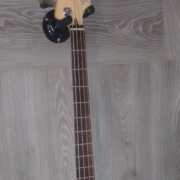 Jazz Bass fretless MIM 399€
