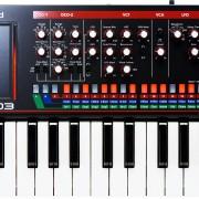 Roland JX-03 Boutique con su  teclado