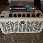 Amplificador Yamaha THR5 V.2 con funda de transporte
