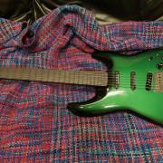Guitarra eléctrica tipo super strato marca Miller