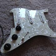 Pickguard Fender Stratocaster + Pastillas Fender + Electronica