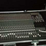 Mesa de mezcla Mackie 24-8-6